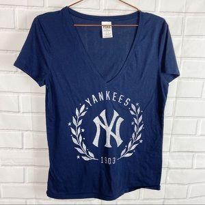 PINK Victoria's Secret New York Yankees vneck L